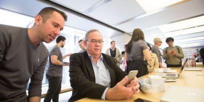 """El método de remediar el apagado del iPhone es realizar un """"hard reset"""", el cual se hace manteniendo pulsado el botón de encendido y el de home al mismo tiempo durante 10 segundo para lograr que se reinicie el dispositivo. Foto:Getty Images"""