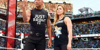 Ronda ya tuvo una breve aparición en Wrestlemania 31, al lado de La Roca Foto:Getty Images