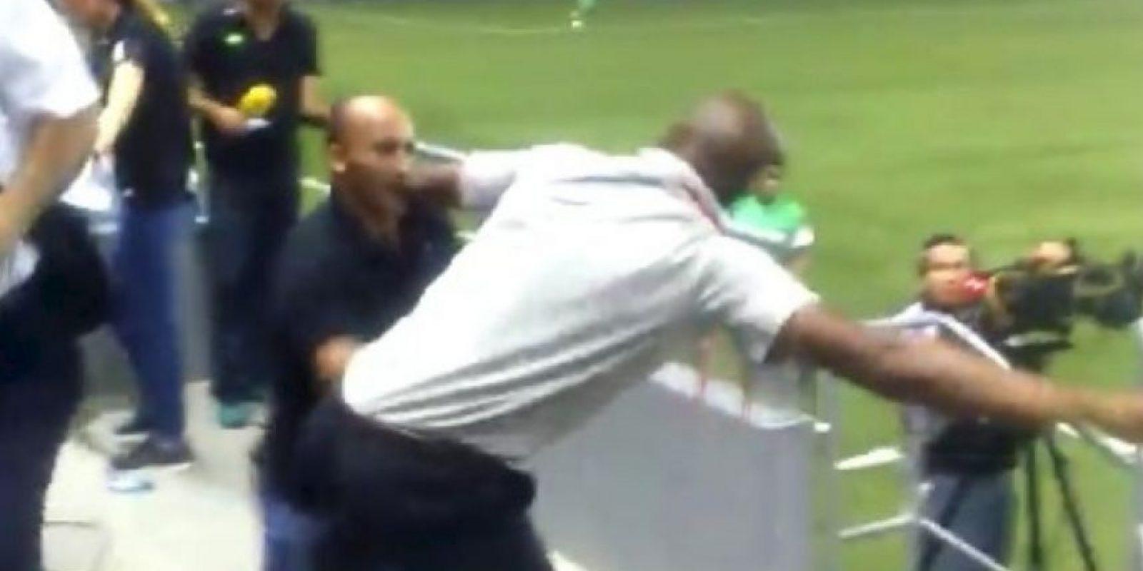 Esta pelea le costó el puesto al director técnico Foto:YouTube-Archivo