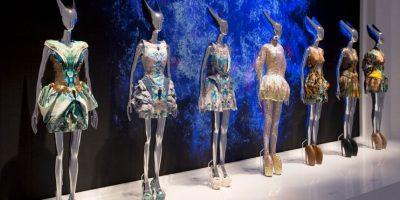 Alexander McQueen causó sensación con su colección futurista de Primavera/Verano 2010. Foto:vía Getty Images