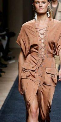 Lo que puede ser una caída libre, casi de túnica con este Balmain… Foto:vía Getty Images