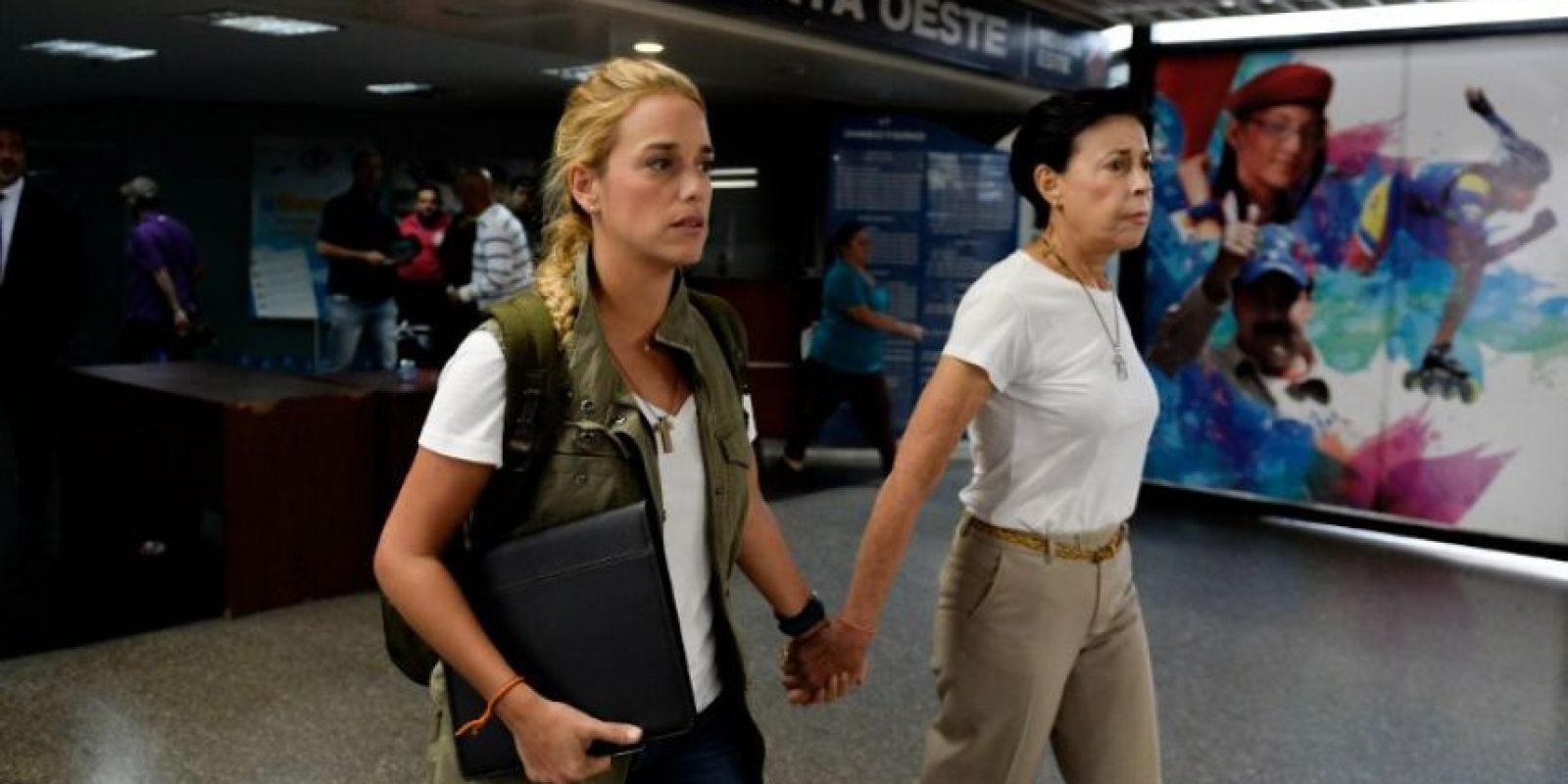 Recientemente Tintori y Antonieta Mendoza, la mamá de López, denunciaron haber sido agredidas en la cárcel. Foto:AFP