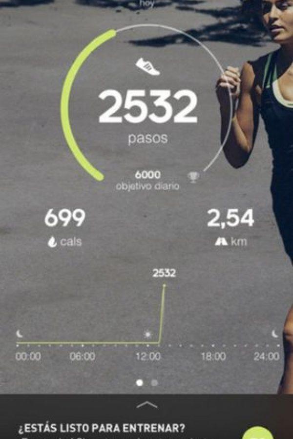 Les ofrece un entrenador en tiempo real con comentarios y entrenamientos gratuitos. Permite monitorear su frecuencia cardiaca, ritmo, velocidad, rutas, calorías y su actividad cuando se utiliza con un Fit Smart. Además, pueden compartir sus entrenamientos, rutinas y fotos en redes sociales. Foto:adidas AG