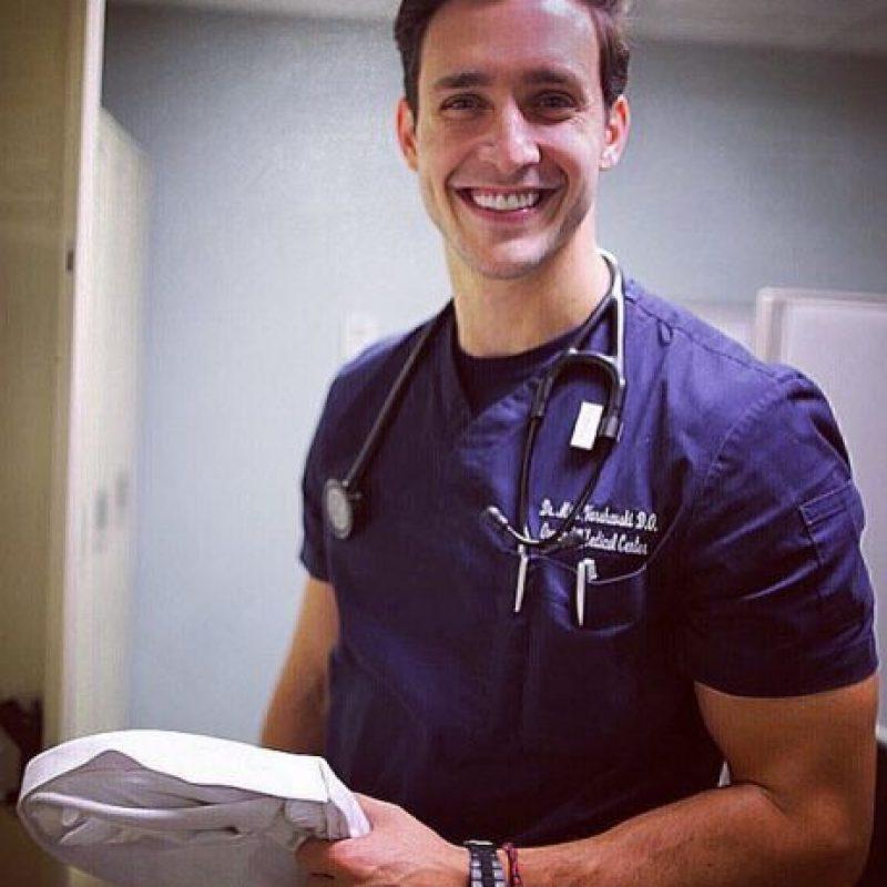 Cabe mencionar que Dr. Mike está soltero y busca a la mujer perfecta. Foto:Vía Instagram/@doctor.mike