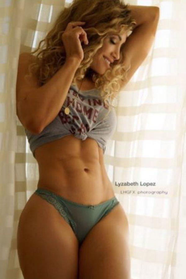 Entre otras cosas, es instructora de aerobics y gimnasia y porristas de la NFL Foto:Vía instagram.com/lyzabethlopez
