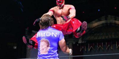 6. Rey Mysterio es el luchador que más tiempo ha permanecido en el ring para ganar el evento. Estuvo una hora, dos minutos y 12 segundos, en 2006 Foto:WWE