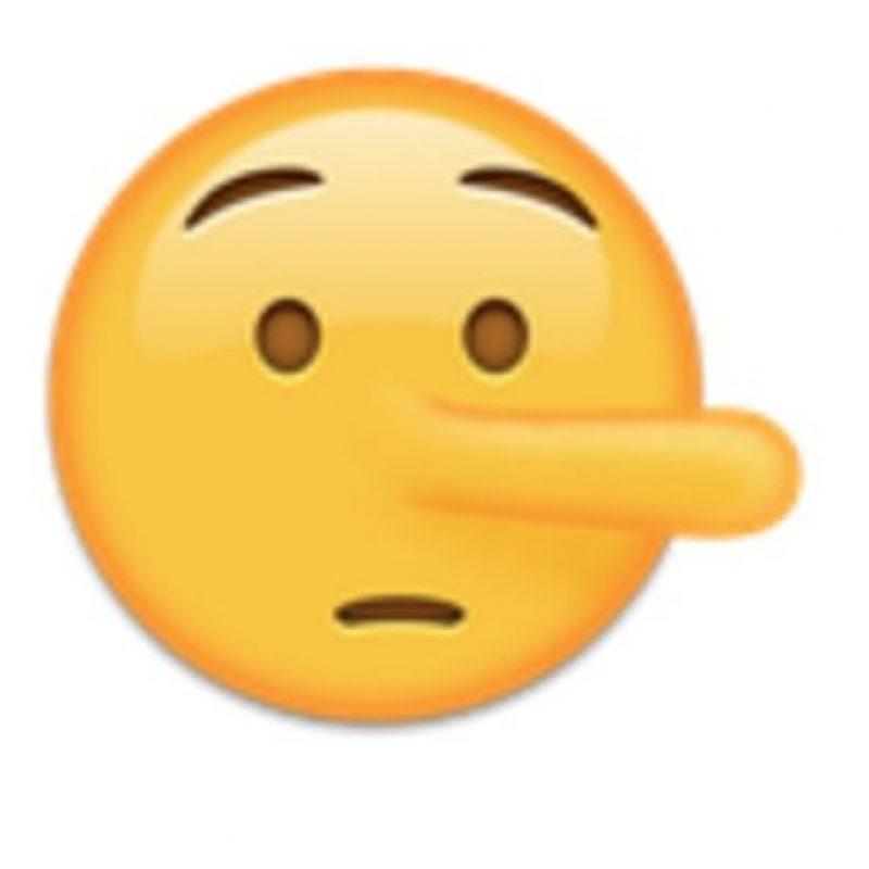 Cara con nariz de Pinocho. Foto:vía emojipedia.org