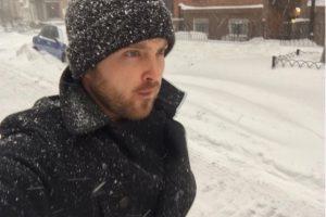 """Mientras que uno de los """"valientes"""" que salió al frío fue Aaron Paul Foto:Instagram.com/glassofwhiskey"""