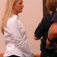 Carrie McCandle se acostó con un estudiante pero la arrestaron por posesión de drogas. Foto:vía AP