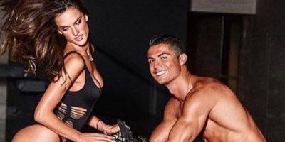 Alessandra Ambrosio y Cristiano Ronaldo jugaron a dominar el balón Foto:Vía instagram.com/alessandraambrosio