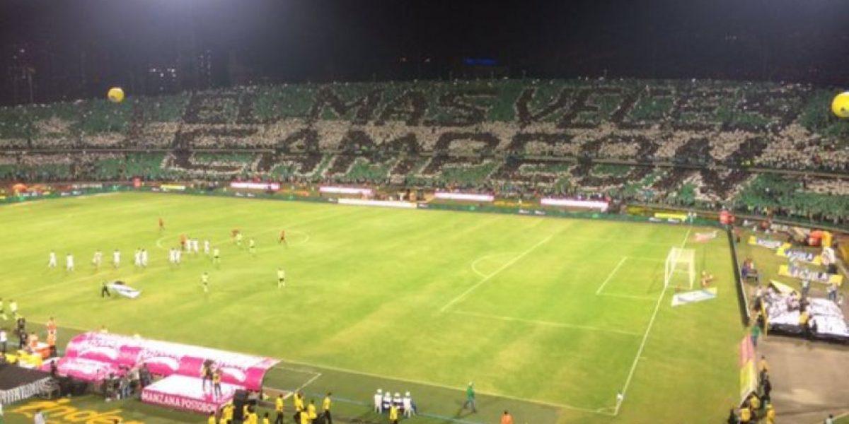 Espectáculo de los hinchas en la final de Superliga