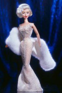 """Viene en distintas presentaciones, incluida la del vestido que usó en """"Los Caballeros las prefieren rubias"""" Foto:Mattel"""