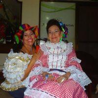 Teresa González junto a su abuela Esther Forero. Foto:Teresa González