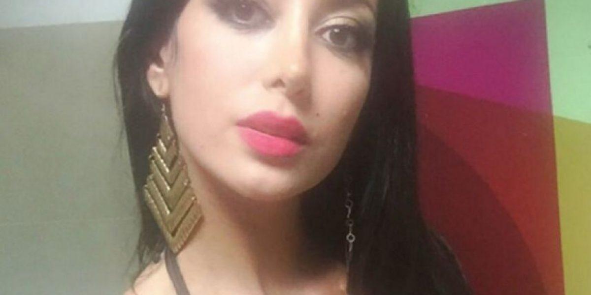 Modelo colombiana queda en 'topples' en plena transmisión de reality peruano