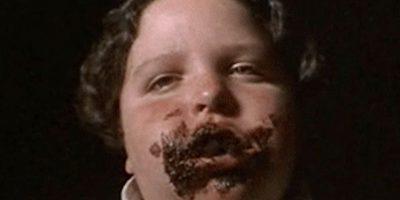 Bruce Bolaños se come el pastel de chocolate de Tronchatoro. Foto:vía TriStar