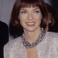 Bajo ella, se comenzó a usar ropa extremadamente lujosa con ropa en barata. Foto:vía Getty Images