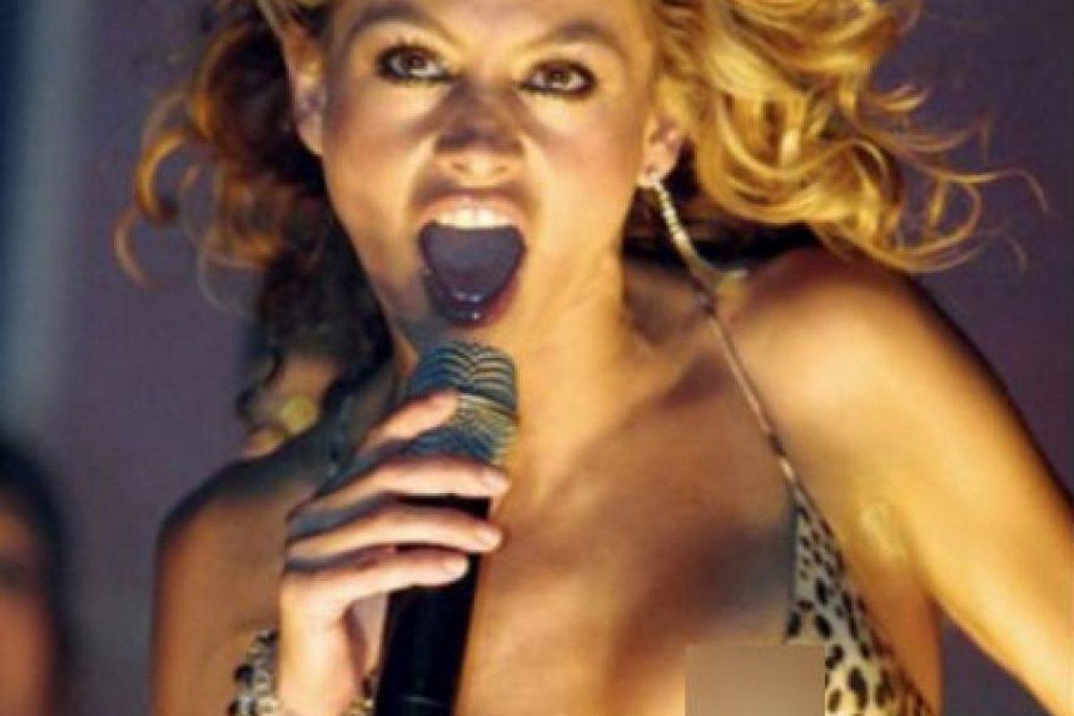 La cantante mexicana tuvo un percance bastante serio en medio de una presentación. Foto:Instagram