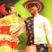 La cantadora Martina Camargo hizo parte del espectáculo con Lisandro Rey Momo. Foto:Carnaval S.A.
