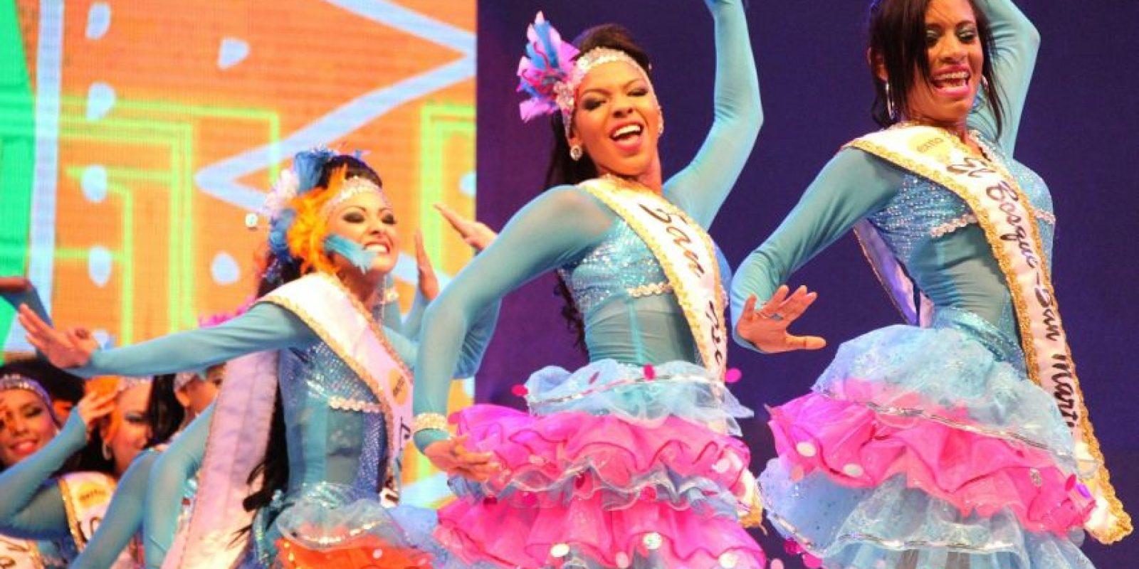 Las 30 concursantes tambien bailaron los ritmos de moda. Foto:Carnaval S.A.