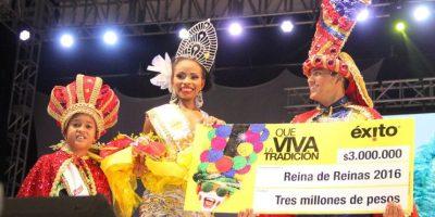 María Fernanda recibe el bono de Éxito. Foto:Carnaval S.A.