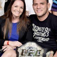 El monarca de Peso Wélter está casado con la bella Marcia Foto:UFC