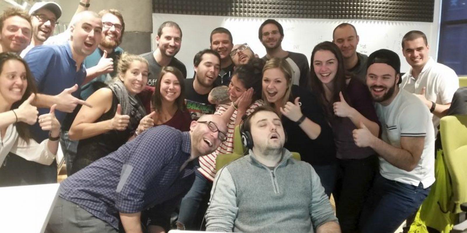 Todo comenzó con una simple foto. Un hombre se quedó dormido en el trabajo y sus compañeros se burlaron Foto:Imgur / Reddit