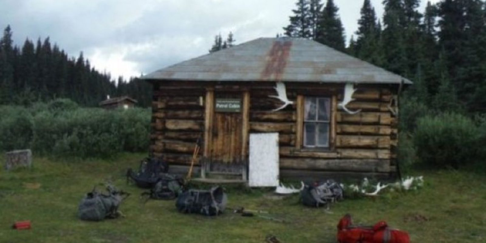 1. La figura extraña en la ventana fue tomada por el usuario de Reddit Freethescruff, quien pasó un par de noches alojado en una cabaña en Canadá. Foto:Imgur