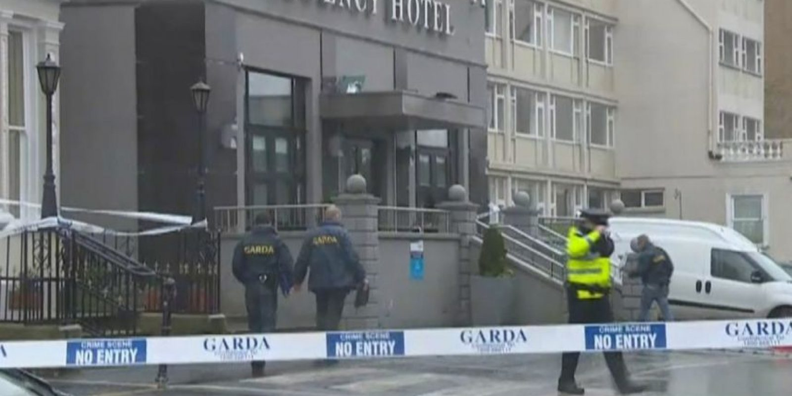 Testigos aseguran los atacantes estaban disfrazados de policías Foto:Vía Twitter