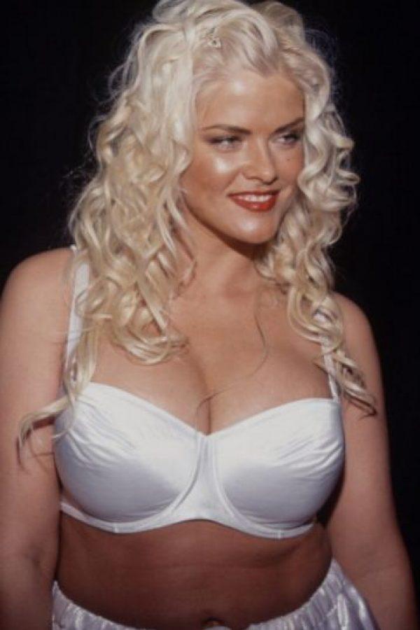Anna Nicole Smith murió ahogada con su propio vómito luego de una sobredosis de tranquilizantes. Foto:vía Getty Images