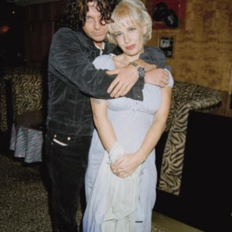 Michael Huchtence murió ahorcándose con su propio cinturón. Su viuda, Paula Yates, de una sobredosis de drogas. Foto:vía Getty Images