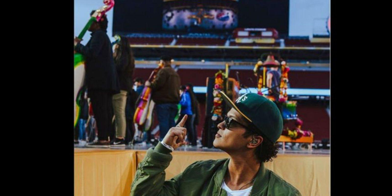 Bruno Mars también fue parte de los ensayos. Foto:Vía facebook.com/brunomars