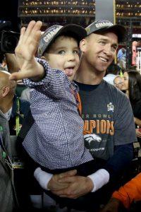 A sus 39 años, Peyton se convirtió en el quarterback más veterano que gana el Super Bowl Foto:Getty Images
