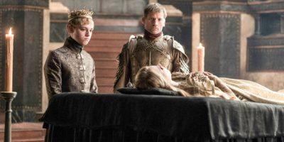 Es la segunda hija que se le muere a Cersei y que cuadra muy bien con la profecía de Maggy La Rana. Tommen, el rey, es su único hijo vivo. Foto:Vía Facebook/Game of Thrones