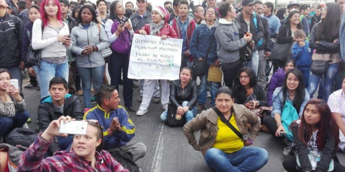 Reportan bloqueos en estaciones de TransMilenio