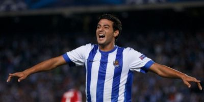 El famoso delantero mexicano de la Real Sociedad no tiene pareja. Foto:Getty Images