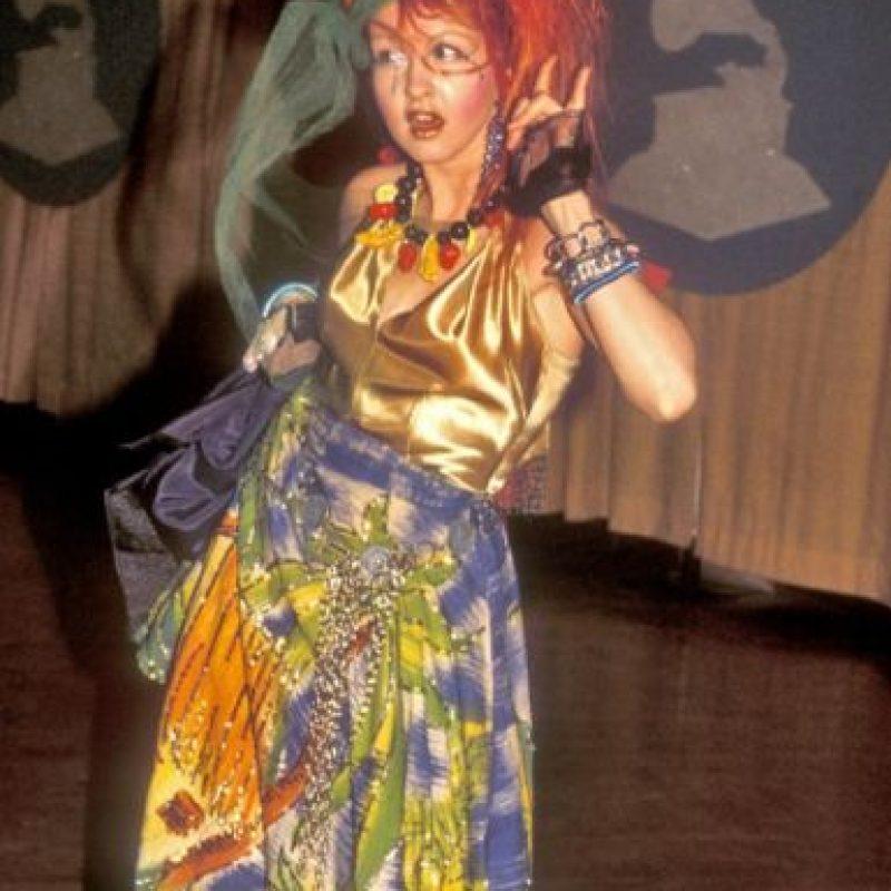 Cyndi Lauper con su look extravagante y desaliñado en los años 80. Foto:vía Getty Images