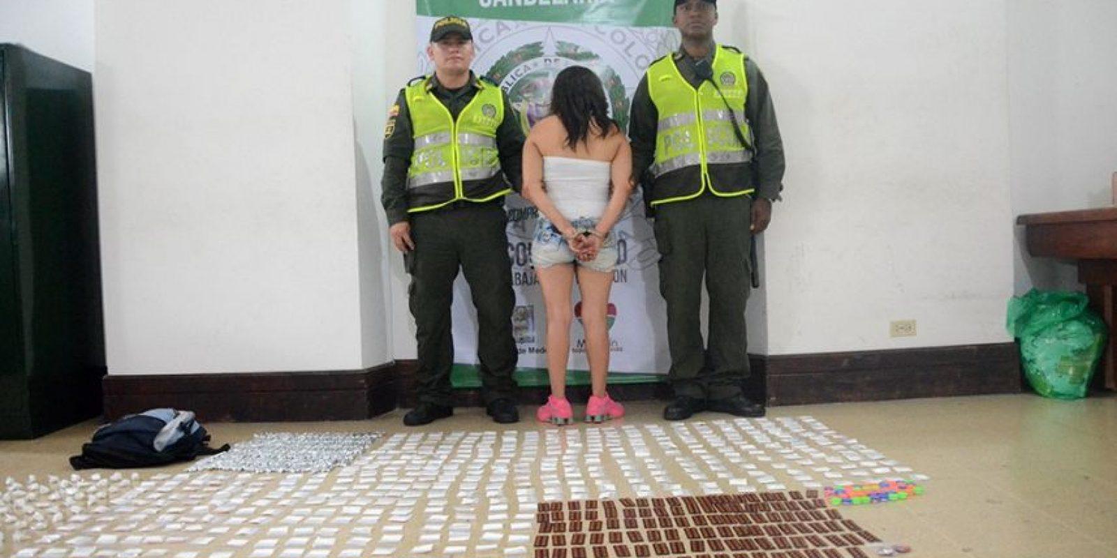 La mujer tenía en su poder 1.536 gramos de cocaína, 1.700 pastillas de rivotril y 400 gramos de cocaína. Foto:Cortesía Policía Metropolitana del Valle de Aburrá