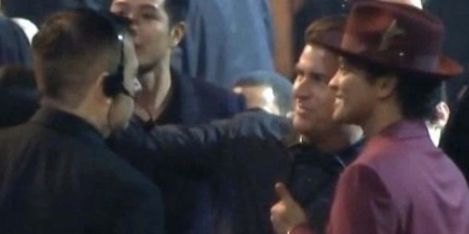 9. Bruno Mars aceptando una selfie con un fan. Foto:Vía Youtube TNT