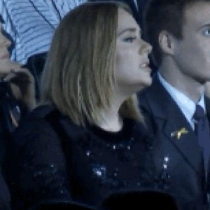 """5. Adele disfrutando y cantando en la presentación de """"The Weekend"""" Foto:Vía Youtube TNT"""