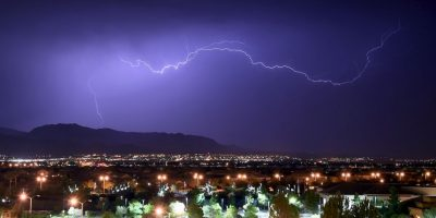 Aquí tienen algunos consejos para disminuir las posibilidades de ser alcanzados por un rayo. Foto:Getty Images