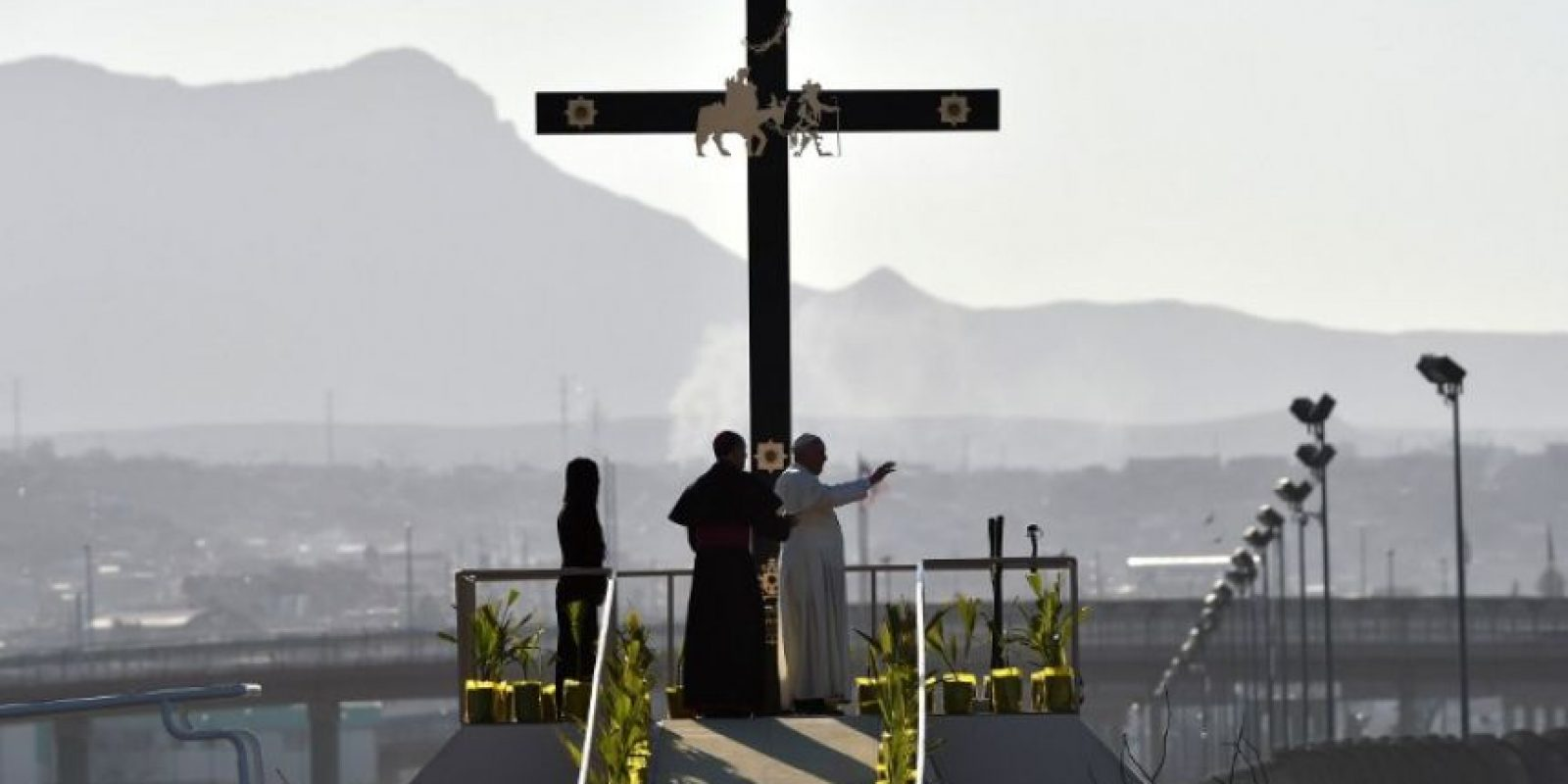 Encabezó oraciones a las que se unieron miles de personas del lado estadounidense y mexicano. Foto:AFP