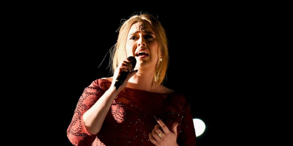 Adele confesó que lloró después de su actuación en los Grammy