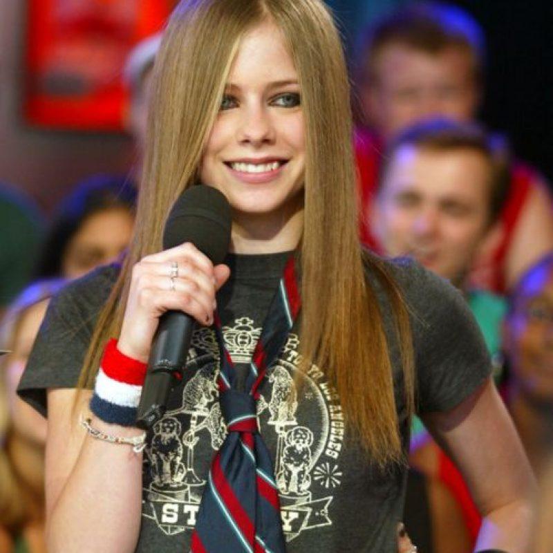 14. La corbata sobre todo, porque Avril Lavigne es toda una trendsetter. Foto:vía Getty Images