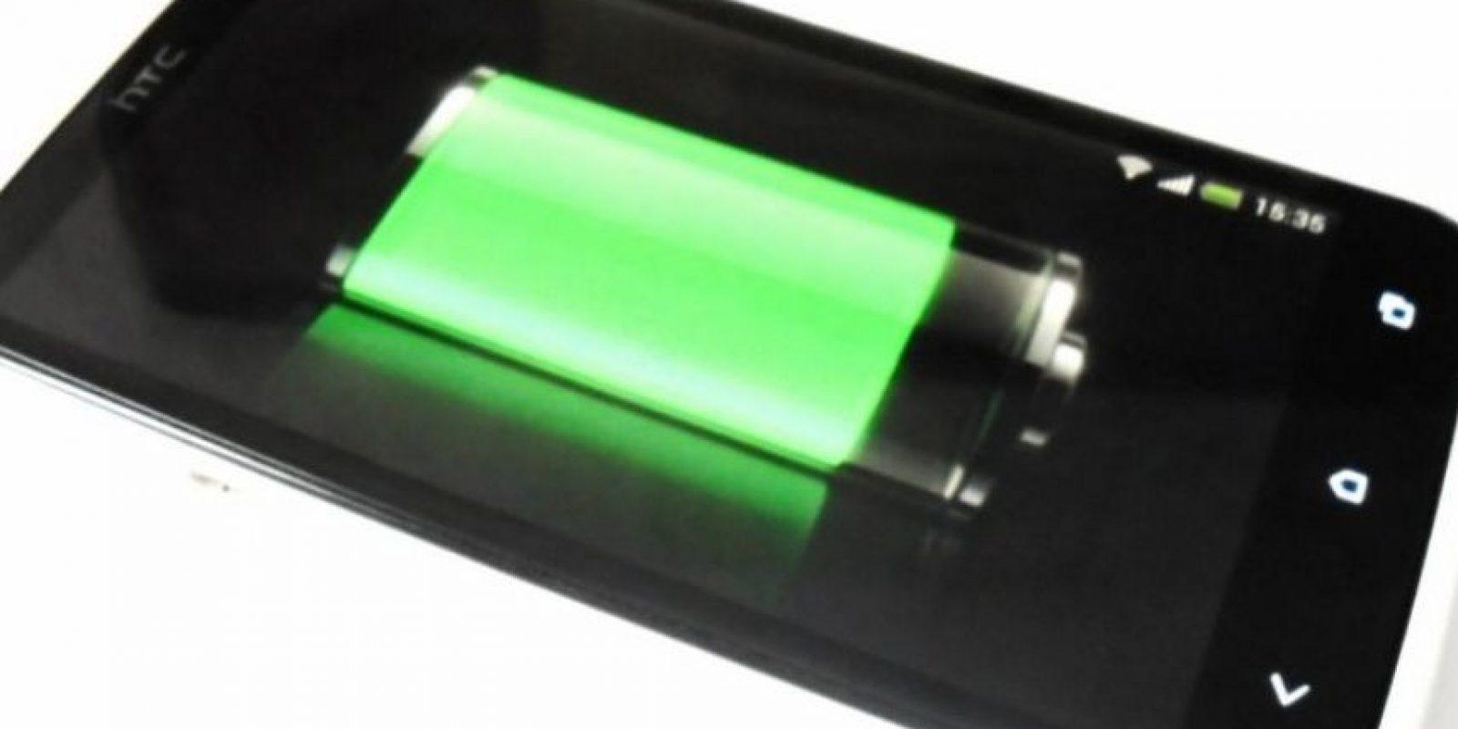 Existen pequeños trucos que deben seguir para conservar la vida de la batería del smartphone. Foto:Vía Pinterest.com