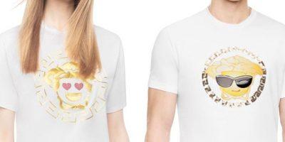 Versace y su nueva colección inspirada en los emojis. Foto:Vía Versace.com