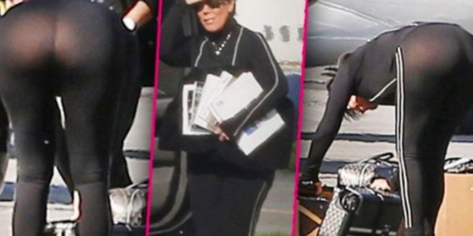 Recientemente la matriarca de las Kardashian tuvo este accidente de vestuario. Pero no es la única, a continuación les mostramos otras que han vivido momentos bochornosos similares Foto:Twitter – Archivo