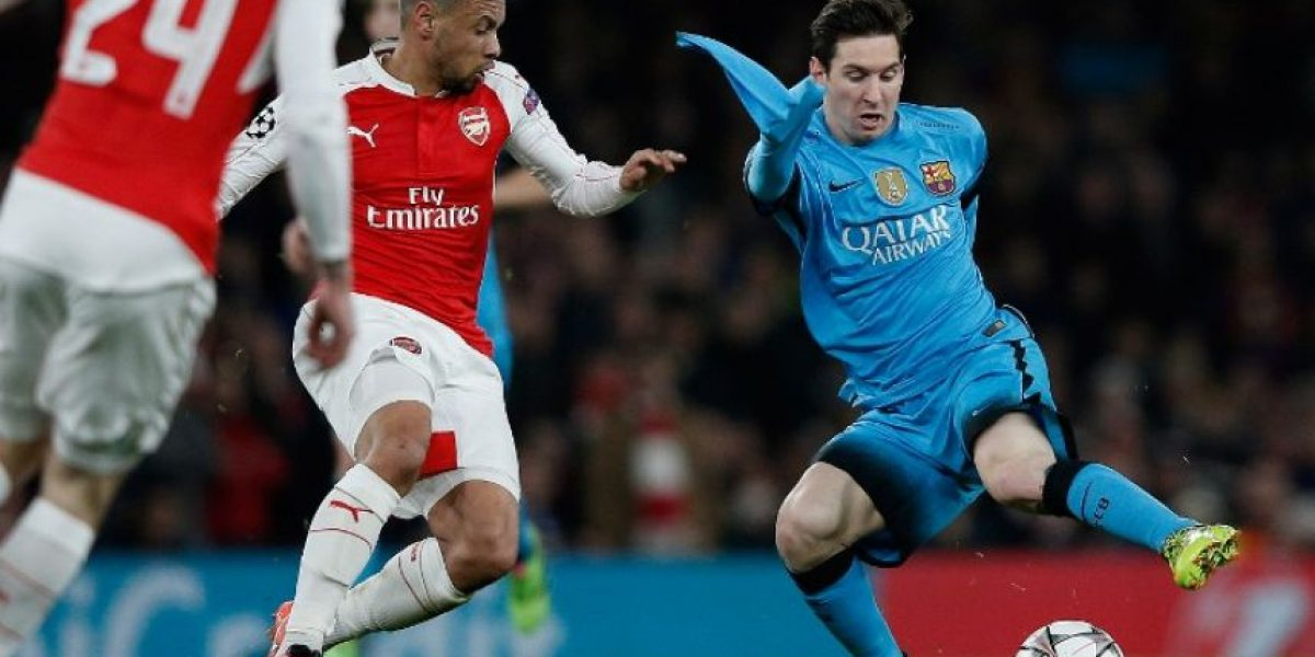 Futbolistas del Arsenal arrancaron la camiseta a Lionel Messi