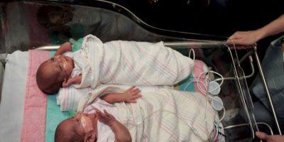 """Los mellizos nacen de óvulos y espermatozoides diferentes, por lo que se puede decir que son hermanos nacidos al """"mismo"""" tiempo. Foto:Getty Images"""