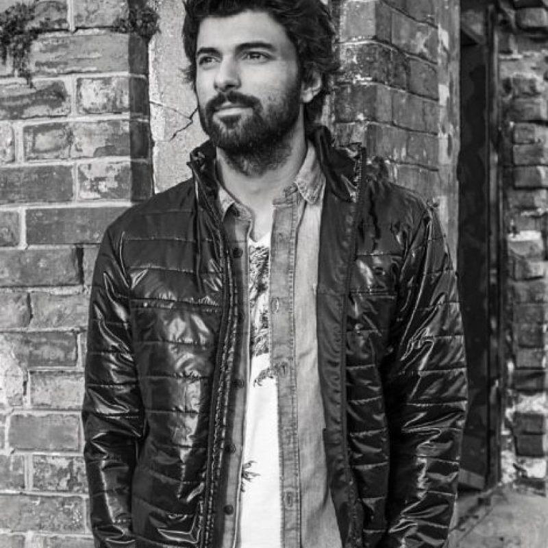 Lo nominaron al Emmy por su papel en la serie policial 'Kara Para Aşk'. Foto:vía Facebook