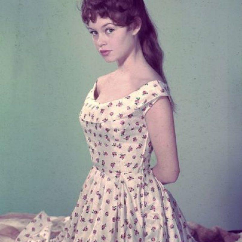 Brigitte Bardot usando el famoso escote. Foto:GettyImages